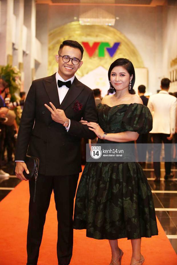 Cả dàn MC quyền lực hiếm lắm mới hội ngộ: Thu Hà lộng lẫy loá mắt, Lại Văn Sâm rạng rỡ bên nghệ sĩ trên thảm đỏ VTV Awards - Ảnh 4.