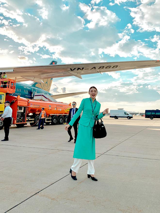Profile cô tiếp viên hàng không đang khiến MXH rần rần, hoá ra từng nổi cùng thời với Ngân Sát Thủ - Ảnh 1.