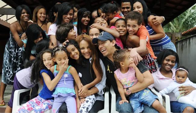 Vụ việc chấn động Brazil: Nữ nghị sĩ nổi tiếng với lòng bác ái nhận nuôi hàng chục đứa trẻ, bị cáo buộc giết chồng, bóc trần vỏ bọc hoàn hảo bấy lâu nay - Ảnh 2.