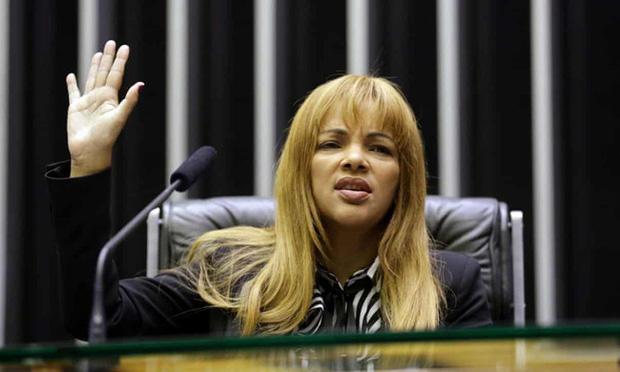 Vụ việc chấn động Brazil: Nữ nghị sĩ nổi tiếng với lòng bác ái nhận nuôi hàng chục đứa trẻ bị cáo buộc giết chồng, bóc trần vỏ bọc hoàn hảo bấy lâu nay - Ảnh 3.