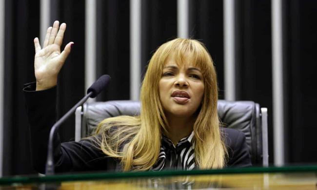 Vụ việc chấn động Brazil: Nữ nghị sĩ nổi tiếng với lòng bác ái nhận nuôi hàng chục đứa trẻ, bị cáo buộc giết chồng, bóc trần vỏ bọc hoàn hảo bấy lâu nay - Ảnh 3.