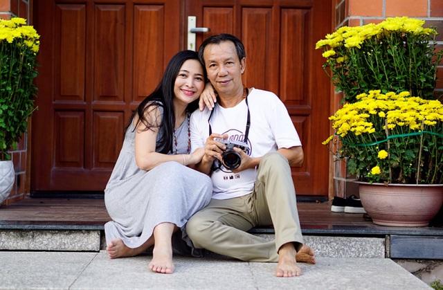 Bị mẹ ngăn cấm, khủng bố đàn áp, cuộc hôn nhân của MC Quỳnh Hương và chồng hơn 14 tuổi ra sao? - Ảnh 3.