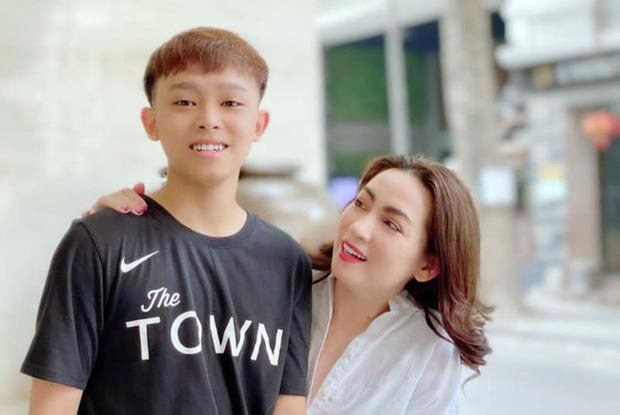 Dàn quán quân nhí ngày ấy - bây giờ: Quang Anh gây tranh cãi vì dao kéo, Hồ Văn Cường lột xác bên mẹ nuôi Phi Nhung - Ảnh 2.