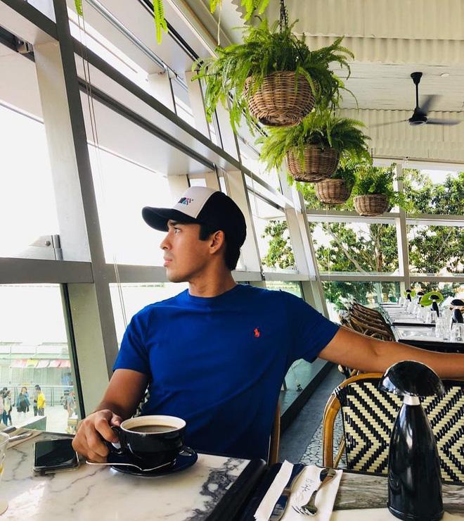 Cực phẩm Hoàng tử của Malaysia: Chàng quân nhân điển trai như tài tử điện ảnh, Instagram chỉ chia sẻ hình chụp cùng một người phụ nữ duy nhất - Ảnh 11.