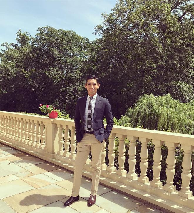 Cực phẩm Hoàng tử của Malaysia: Chàng quân nhân điển trai như tài tử điện ảnh, Instagram chỉ chia sẻ hình chụp cùng một người phụ nữ duy nhất - Ảnh 12.