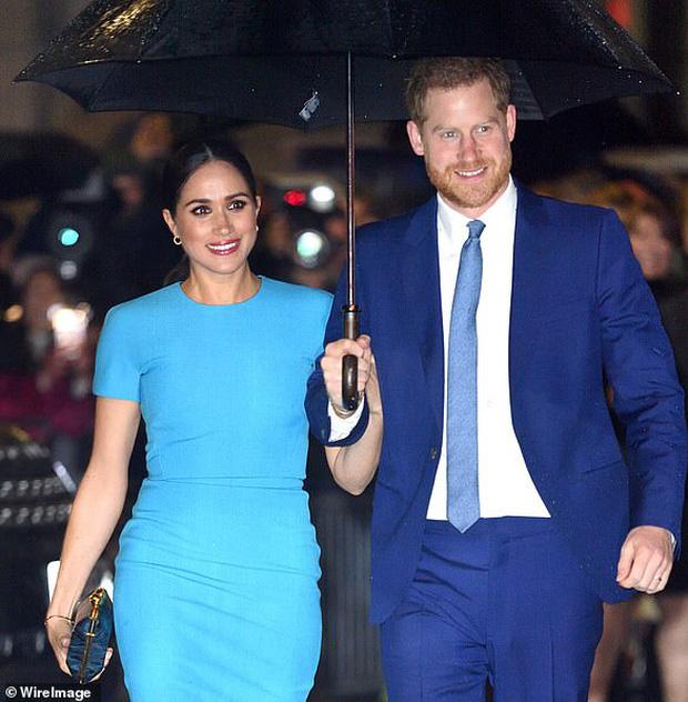 Meghan Markle bị khán giả Netflix từ chối, cùng chồng nhận chỉ trích không biết xấu hổ khi làm phim về Công nương Diana - Ảnh 1.