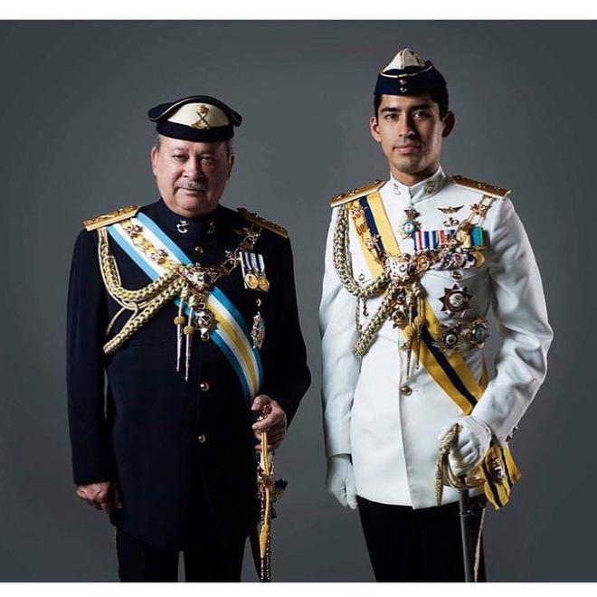 Cực phẩm Hoàng tử của Malaysia: Chàng quân nhân điển trai như tài tử điện ảnh, Instagram chỉ chia sẻ hình chụp cùng một người phụ nữ duy nhất - Ảnh 4.