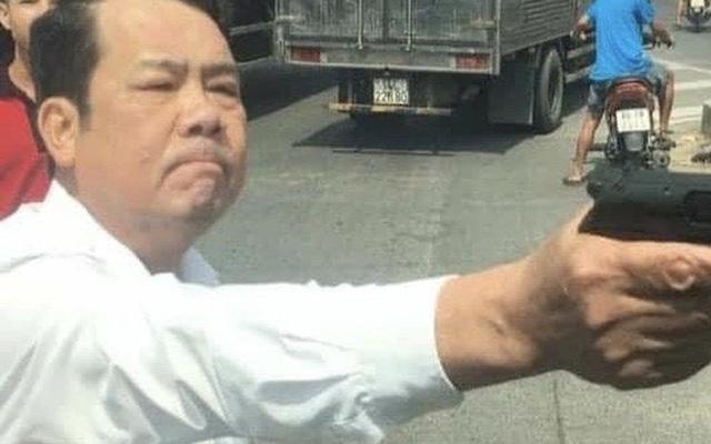 Giây phút bỏ chạy của tài xế 23 tuổi bị giám đốc công ty bảo vệ ở Bắc Ninh chĩa súng vào người - Ảnh 2.