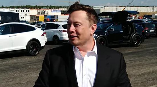 Elon Musk xây cả nhà ga xe lửa cho công nhân tại siêu nhà máy ở Berlin - Ảnh 1.
