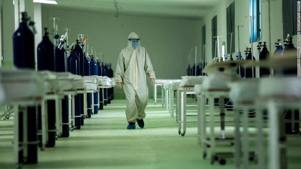 Bi kịch kinh hoàng của Covid-19 ở Syria: Các bệnh viện đang rơi vào cảnh người trước tử vong, người sau mới tới lượt - Ảnh 3.