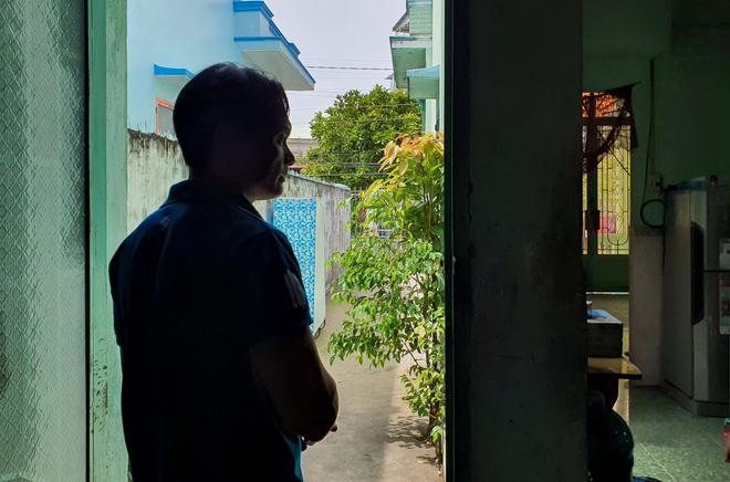 Vụ con gái đánh đập, đổ rác vào mặt mẹ già 88 tuổi ở Long An: Hàng xóm bật khóc khi xem clip, người cháu rể từ chối trả lời - Ảnh 5.