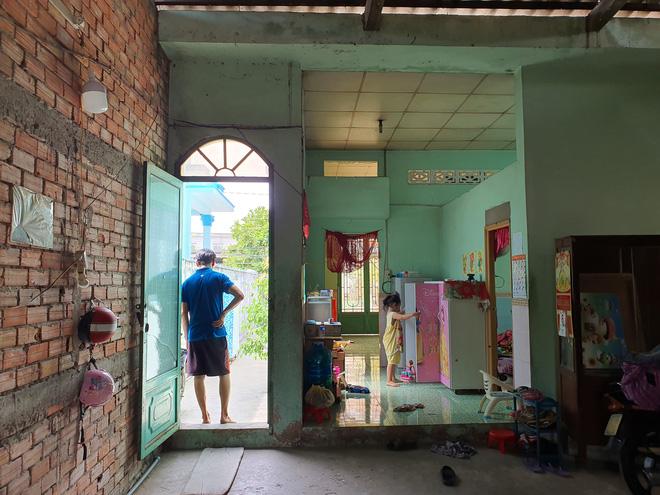 Vụ con gái đánh đập, đổ rác vào mặt mẹ già 88 tuổi ở Long An: Hàng xóm bật khóc khi xem clip, người cháu rể từ chối trả lời - Ảnh 7.