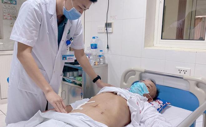 Người đàn ông bị thủng ruột, bác sĩ tìm ra thủ phạm là thói quen nhiều người mắc - Ảnh 2.