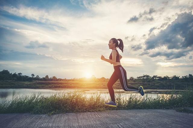 Vừa ăn no xong, đừng vội làm ngay 6 việc này vì sẽ làm tổn thương dạ dày, khiến cơ thể mệt mỏi, dễ mắc bệnh hơn - Ảnh 2.