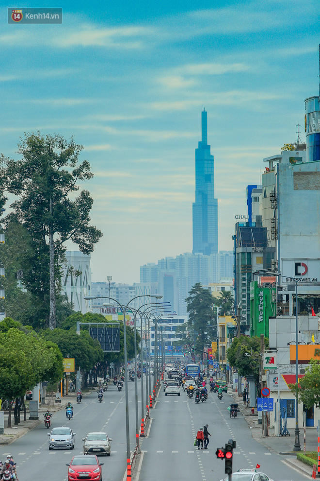 Không còn nhận ra đây là Sài Gòn trong ngày đầu tiên của năm mới, từng ngóc ngách đều hiện lên đẹp thổn thức con tim! - Ảnh 3.