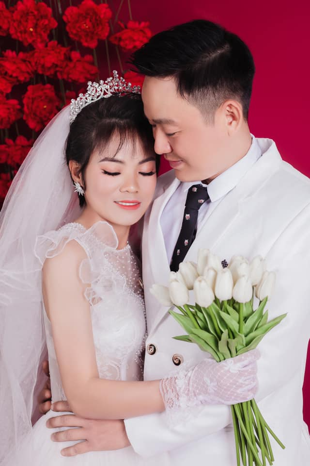 Nữ chiến binh lớn tuổi nhất của ĐT Việt Nam từng vô địch SEA Games 2019 gây bất ngờ với bộ ảnh cưới lung linh - Ảnh 1.