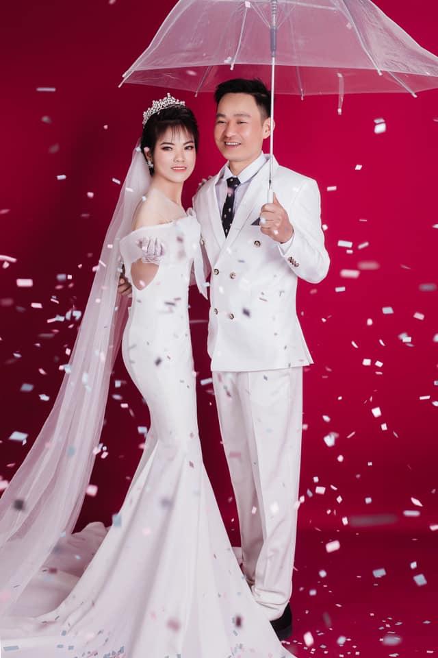 Nữ chiến binh lớn tuổi nhất của ĐT Việt Nam từng vô địch SEA Games 2019 gây bất ngờ với bộ ảnh cưới lung linh - Ảnh 2.