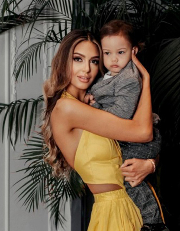 Vợ cũ cựu vương Malaysia khoe mặt con trai dù bị hoàng gia ngăn cấm, vẻ ngoài hiện tại của đứa trẻ khiến ai cũng xuýt xoa - Ảnh 2.
