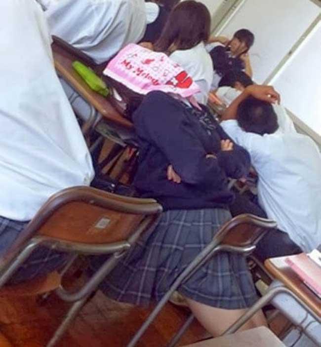Hành động khó đỡ của các cô nàng khiến người xem cười té ghế - Ảnh 10.