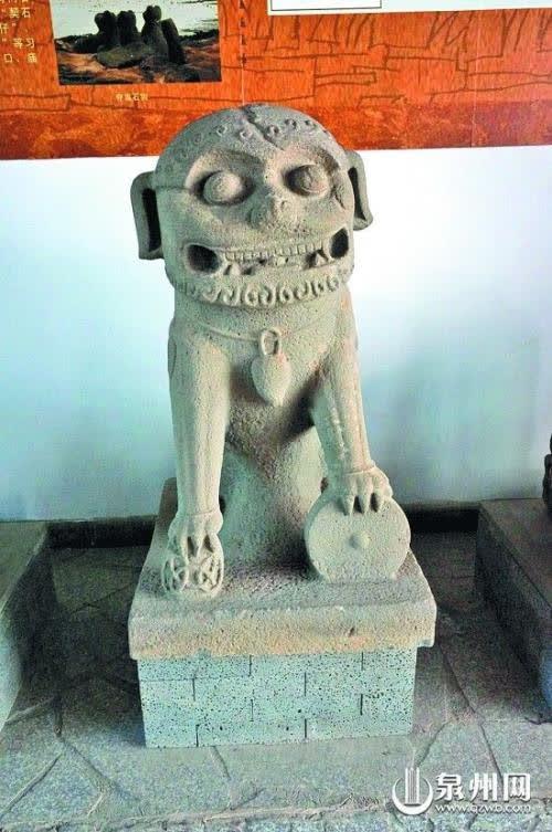 Bước vào đền thờ trang nghiêm, du khách giật mình vì tướng mạo vị thần trú ngụ bên trong - Ảnh 3.