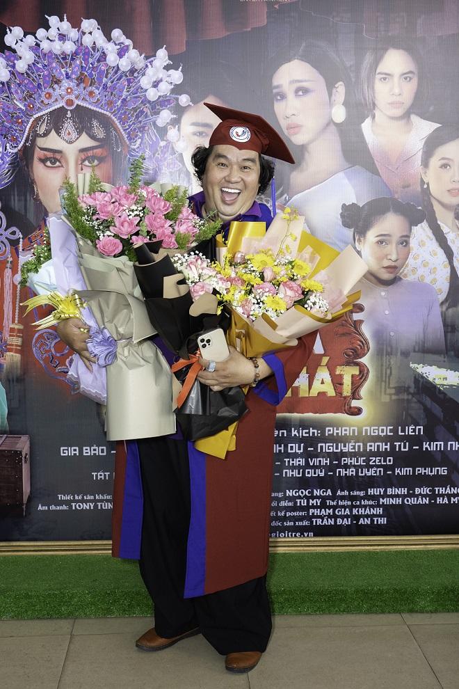 Tuổi 50, Hoàng Mập mới nhận bằng tốt nghiệp Đạo diễn, Việt Hương đòi làm điều khó tin - Ảnh 6.
