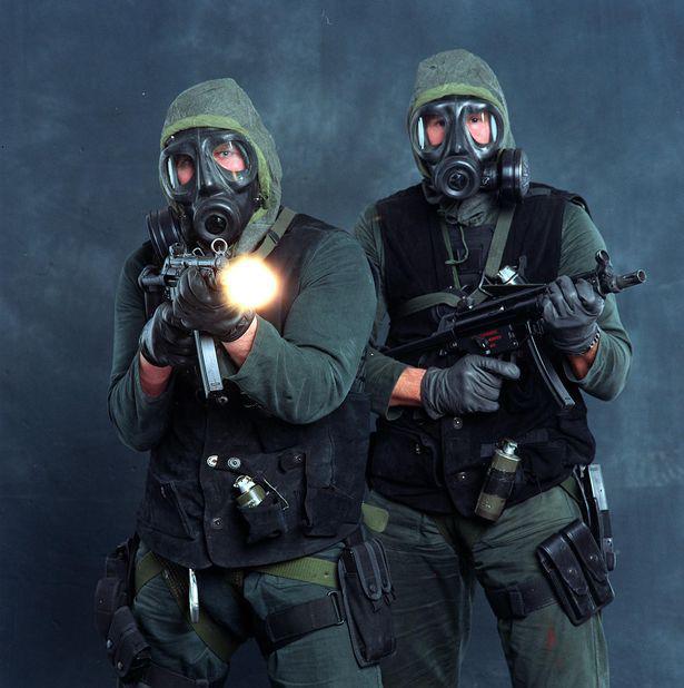 20 lính đặc nhiệm Anh được huấn luyện đặc biệt để đấu với người ngoài hành tinh - Ảnh 1.