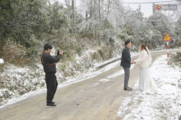 Cặp đôi Hà Nội chụp ảnh cưới giữa trời băng tuyết kỳ ảo ở Y Tý, dân tình trầm trồ: Đỉnh cao săn tuyết là đây - Ảnh 2.