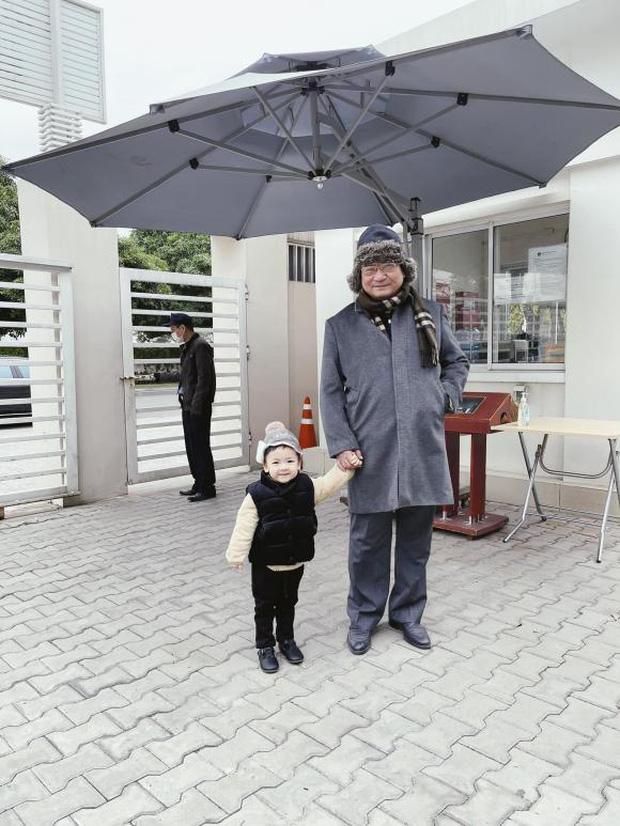 Tú Anh khoe ảnh con trai ngày đầu đi học, netizen giật mình khi biết được mức học phí tại ngôi trường quốc tế của bé - Ảnh 1.