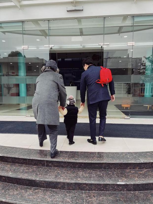 Tú Anh khoe ảnh con trai ngày đầu đi học, netizen giật mình khi biết được mức học phí tại ngôi trường quốc tế của bé - Ảnh 2.