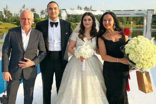Sau đám cưới xa hoa với con trai của cựu quan chức, tiểu thư nhà tỷ phú Nga bị phanh phui vụ ngoại tình, kẻ thứ 3 có danh tính khủng không kém - Ảnh 2.