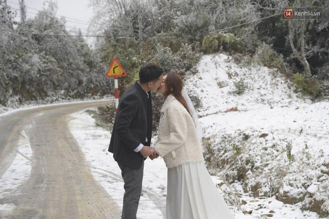 Cặp đôi Hà Nội chụp ảnh cưới giữa trời băng tuyết kỳ ảo ở Y Tý, dân tình trầm trồ: Đỉnh cao săn tuyết là đây - Ảnh 4.