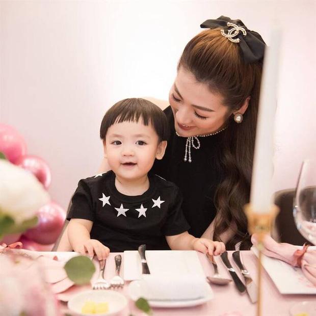 Tú Anh khoe ảnh con trai ngày đầu đi học, netizen giật mình khi biết được mức học phí tại ngôi trường quốc tế của bé - Ảnh 4.