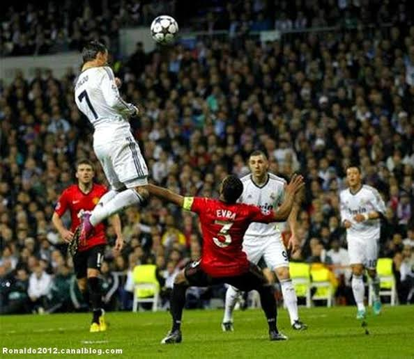 Ronaldo lại thách thức trọng lực, chấp luôn đôi tay thủ môn đối phương - Ảnh 5.