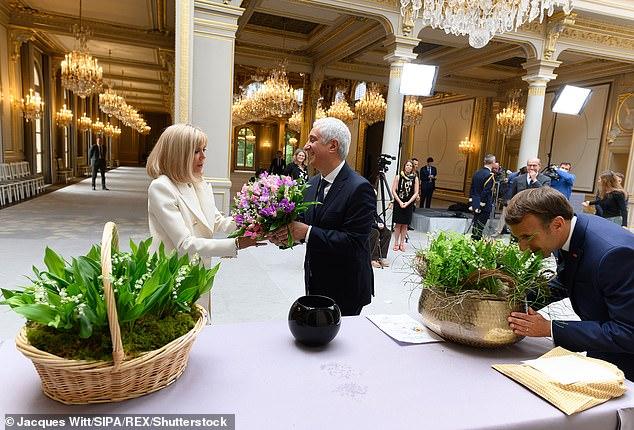 Điện Elysee bị chỉ trích vì chi 700.000 USD mua hoa trang trí trong dịch COVID-19 - Ảnh 1.
