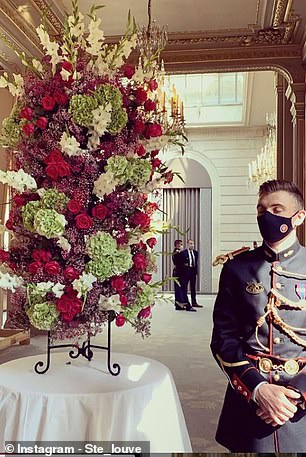 Điện Elysee bị chỉ trích vì chi 700.000 USD mua hoa trang trí trong dịch COVID-19 - Ảnh 2.