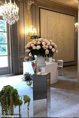 Điện Elysee bị chỉ trích vì chi 700.000 USD mua hoa trang trí trong dịch COVID-19 - Ảnh 3.