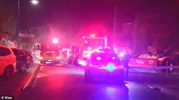 Cảnh sát có mặt không lâu sau khi ngọn lửa bùng phát dữ dội nhưng không cứu được các nạn nhân