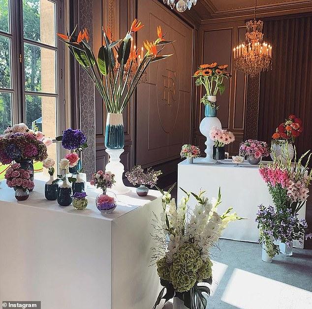 Điện Elysee bị chỉ trích vì chi 700.000 USD mua hoa trang trí trong dịch COVID-19 - Ảnh 4.
