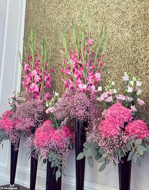 Điện Elysee bị chỉ trích vì chi 700.000 USD mua hoa trang trí trong dịch COVID-19 - Ảnh 5.