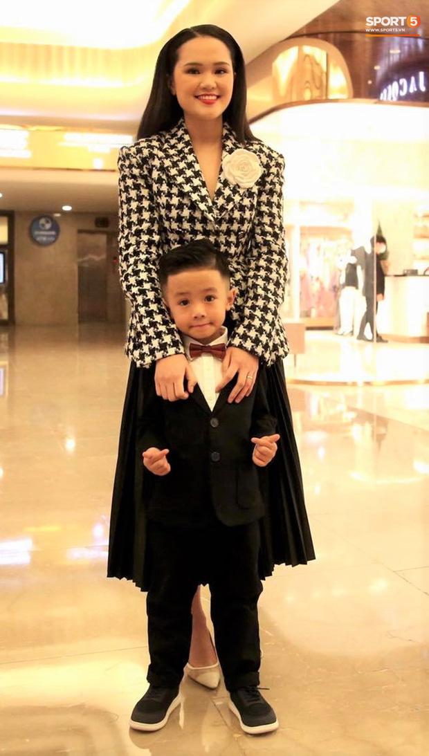 Vợ Văn Quyết xinh đẹp nổi bật cùng chồng dự lễ trao giải Quả bóng vàng 2020 - Ảnh 5.