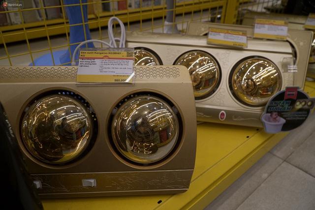 """Người dân Hà Nội đổ xô đi mua quạt sưởi, đèn sưởi: Siêu thị điện máy """"cháy hàng"""", doanh số tăng hàng trăm lần - Ảnh 5."""