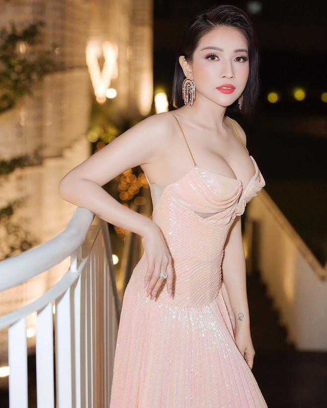 Không chỉ giàu có, Khả Như còn sở hữu nhan sắc nóng bỏng - Ảnh 7.