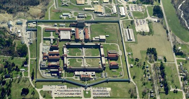 10 nhà tù đáng sợ nhất thế giới: Có nơi tù nhân xin được tử hình - Ảnh 2.
