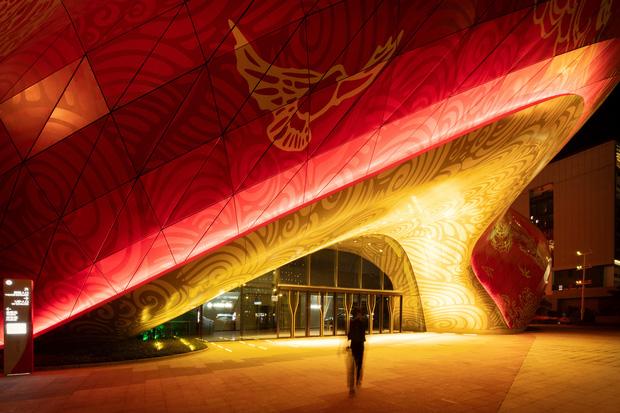 Công trình kiến trúc xấu nhất Trung Quốc khiến dân mạng cười mệt: Vừa lòe loẹt gây nhức mắt lại u ám hệt như lối vào cõi âm - Ảnh 2.