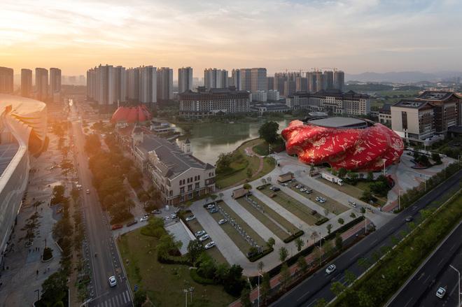 Công trình kiến trúc xấu nhất Trung Quốc khiến dân mạng cười mệt: Vừa lòe loẹt gây nhức mắt lại u ám hệt như lối vào cõi âm - Ảnh 5.