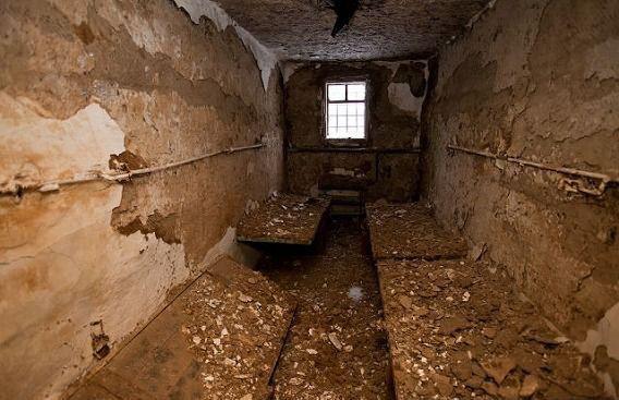 10 nhà tù đáng sợ nhất thế giới: Có nơi tù nhân xin được tử hình - Ảnh 12.