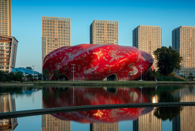 Công trình kiến trúc xấu nhất Trung Quốc khiến dân mạng cười mệt: Vừa lòe loẹt gây nhức mắt lại u ám hệt như lối vào cõi âm - Ảnh 6.