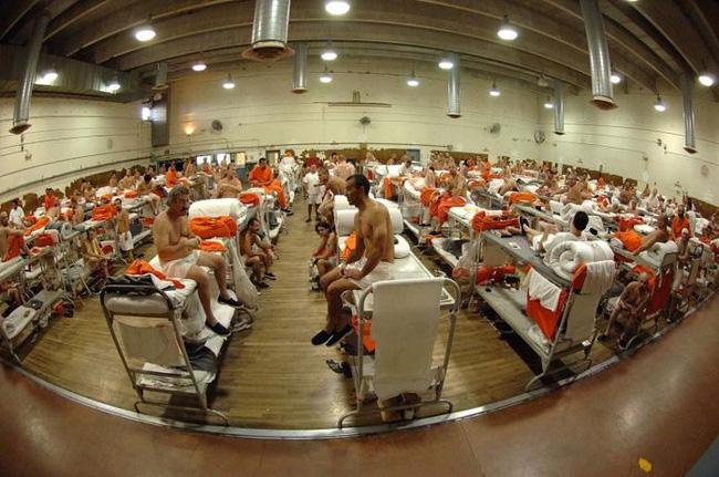 10 nhà tù đáng sợ nhất thế giới: Có nơi tù nhân xin được tử hình - Ảnh 7.