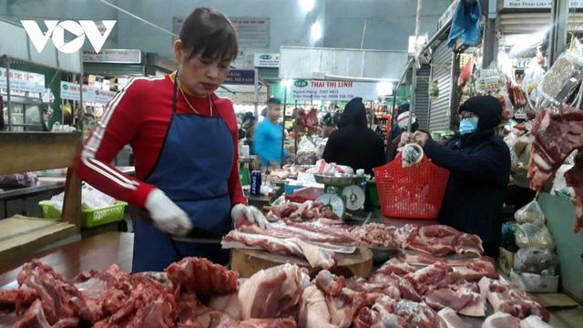 Giá thịt heo tăng lại ế ẩm khiến tiểu thương gặp khó khăn - Ảnh 3.