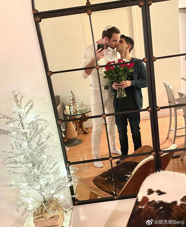Nam thần ngoại quốc duy nhất trong Tân Hoàn Châu Cách Cách gây sốt khi cầu hôn thành công bạn trai đồng tính - Ảnh 2.